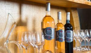 Présentoir vin rosé et rouge Les Quatre Tours Signature - AOP Coteaux d'Aix en Provence